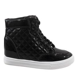 Czarne sneakersy na koturnie pikowane DD478-1