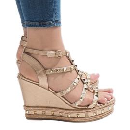 Miedziane sandały koturny VS-368