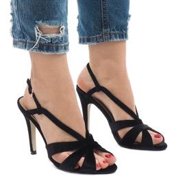 Czarne zamszowe sandały szpilki 9095-138
