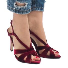 Czerwone zamszowe sandały szpilki 9095-138
