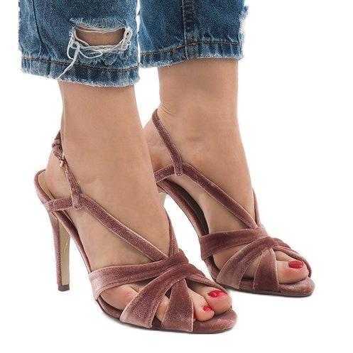 Różowe zamszowe sandały szpilki 9095-138