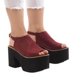 Bordowe sandały na masywnym klocku B8290