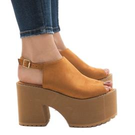Brązowe Camel sandały na masywnym klocku B8290