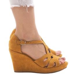Żółte sandały na koturnie LM-002