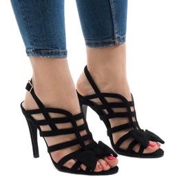 Czarne sandały z kokardą 238-C5