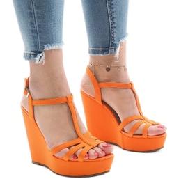 Pomarańczowe sandały na koturnie A-8A