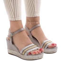 Szare sandały na koturnie 7299-P