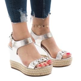 Szare Srebrne lakierowane sandały na koturnie 17060-74