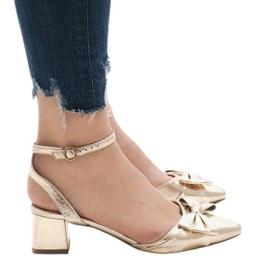 Złote sandały na obcasie 1702-2 żółte