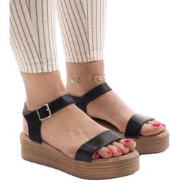 Czarne sandały na platformie 22-07