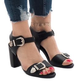 Czarne sandały na obcasie 173-855