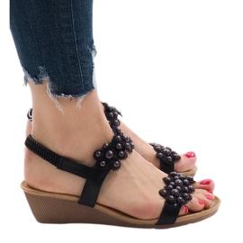 Czarne sandały na koturnie kwiatki 399-21