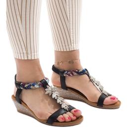 Czarne sandały na koturnie z gumką B133-1