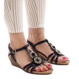 Czarne sandały na koturnie z ćwiekami MK-10