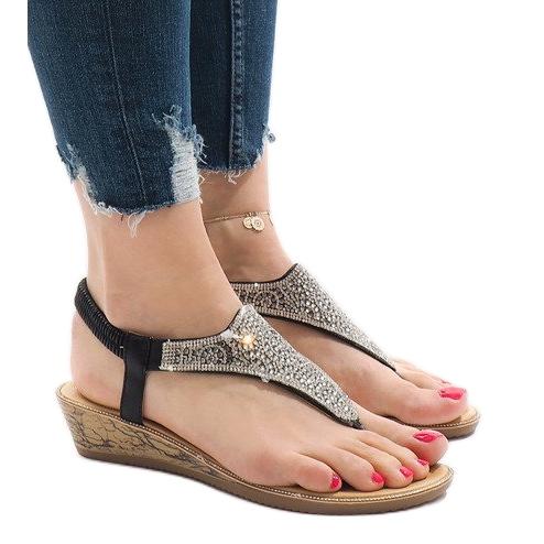 Czarne sandały na koturnie z gumką FM4075