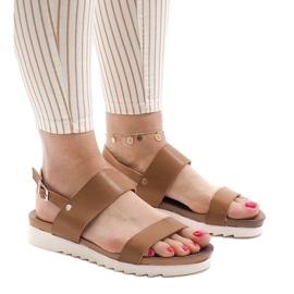 Brązowe Camel sandały płaskie z klamerką CZTZ-2K122-4