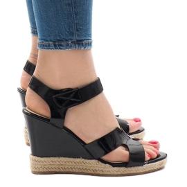 Czarne sandały na koturnie LWF-5H5670