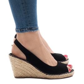 Czarne sandały koturny 2894