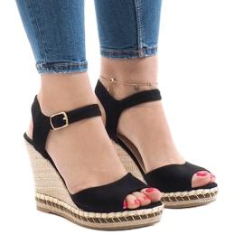 Czarne zamszowe sandały na koturnie LM-8006