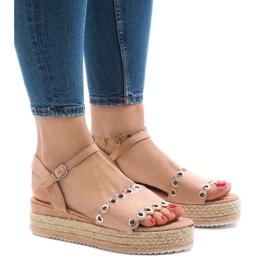 Różowe sandały na platformie 99-46