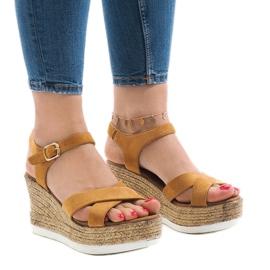 Brązowe Camel sandały na koturnie XL104