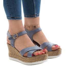 Niebieskie sandały na koturnie XL104