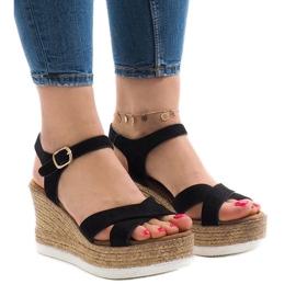 Czarne sandały na koturnie XL104