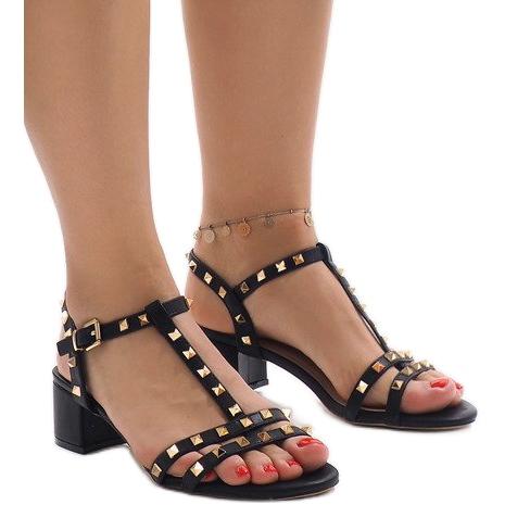 Czarne sandały na obcasie z ćwiekami 679-GL