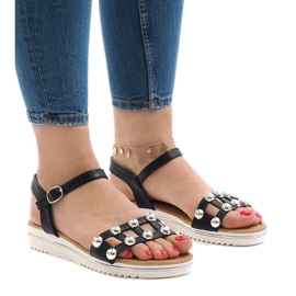 Czarne sandały na koturnie z gumką 35-128