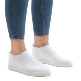 Białe obuwie sportowe BA77