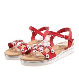 Czerwone sandały na koturnie z gumką 35-128