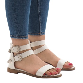 Białe płaskie sandały z klamerką 170