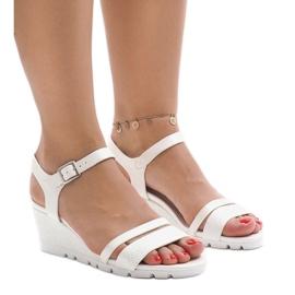 Białe sandały na platformie Y-8217
