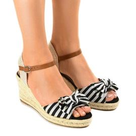Czarne sandały koturny z kokardką W032