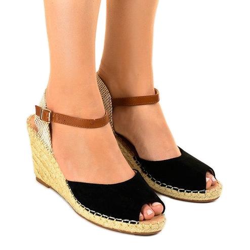 Czarne sandały na koturnie 2895