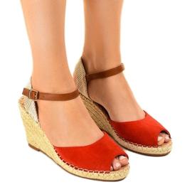 Czerwone sandały na koturnie 2895