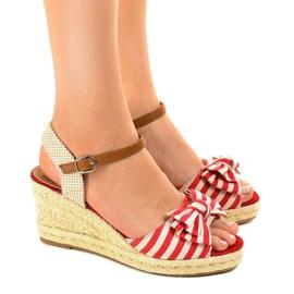 Czerwone sandały koturny z kokardką W032