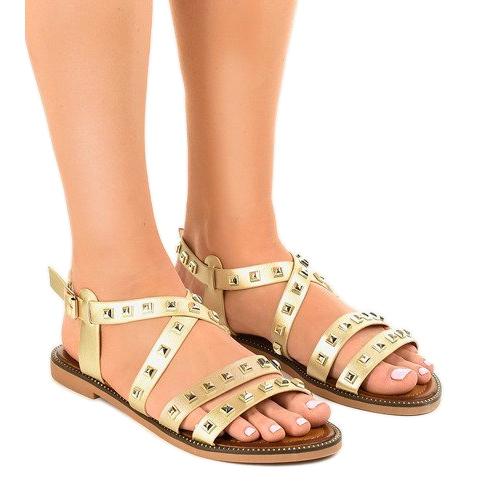 Złote sandały płaskie zdobione M-520 złoty