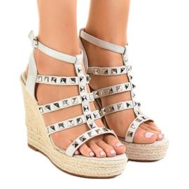 Szare sandały na koturnie słomiane 9529