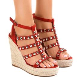 Czerwone sandały na koturnie słomiane 9529