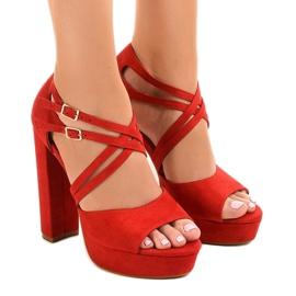 Czerwone sandały na słupku zamszowe D09