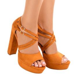 Pomarańczowe sandały na słupku zamszowe D09