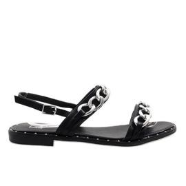 Czarne sandały z łańcuszkiem 18124