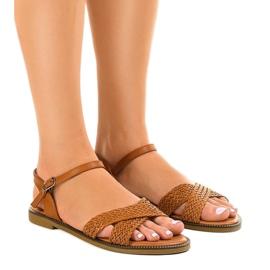 Brązowe Camel sandały płaskie z klamerką WL1586