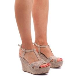 Brązowe Sandały Na Koturnie F6078 Beżowy