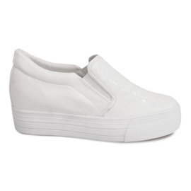 Białe Lakierowane Trampki Na Koturnie KB-125 Biały
