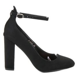 Ideal Shoes Czółenka Zapinane Sprzączką czarne
