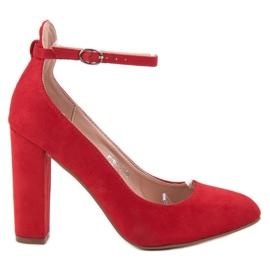 Ideal Shoes czerwone Czółenka Zapinane Sprzączką