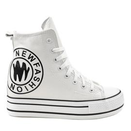 Białe sneakersy na koturnie W09