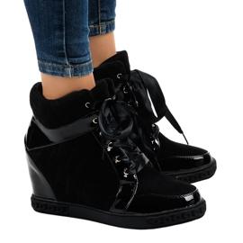 Modne czarne sneakersy na koturnie KLS-109-3